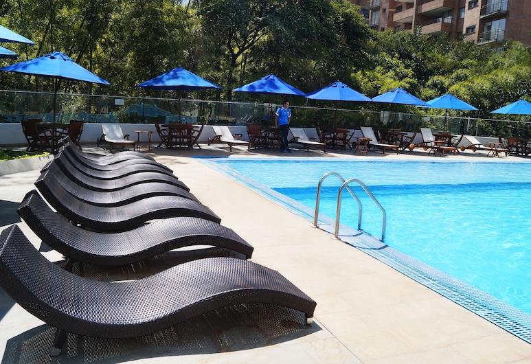 Hotel San Fernando Plaza, Medellín, Außenpool