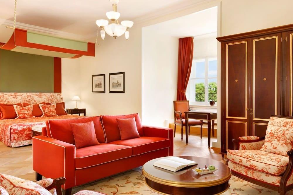 Ištaigingo stiliaus kambarys, 1 labai didelė dvigulė lova, Nerūkantiesiems, vaizdas į sodą (Grand) - Svetainė