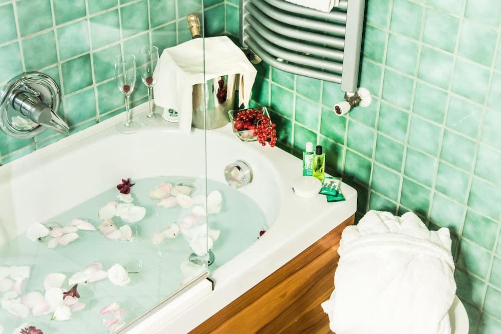 Панорамный номер, вид на горы - Ванная комната