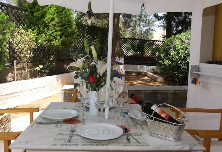 Creta Solaris Holliday Apartments, Hersonissos, Outdoor Dining
