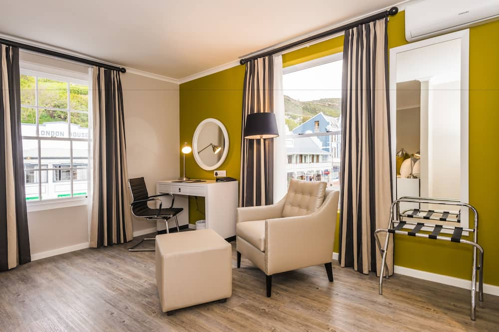 Standard Room, 1 Double Bed, Mountain View - Living Area