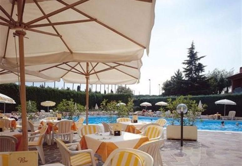 Hotel Du Parc, Sirmione, Courtyard