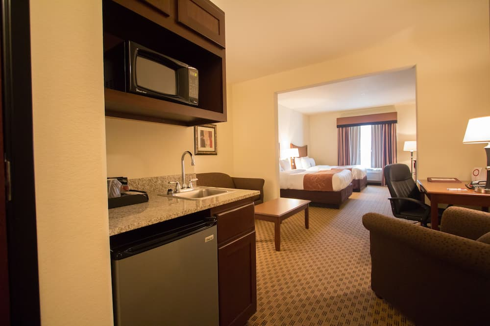 Suite, 2 Queen Beds and Sofa-bed, Non-Smoking - Living Area