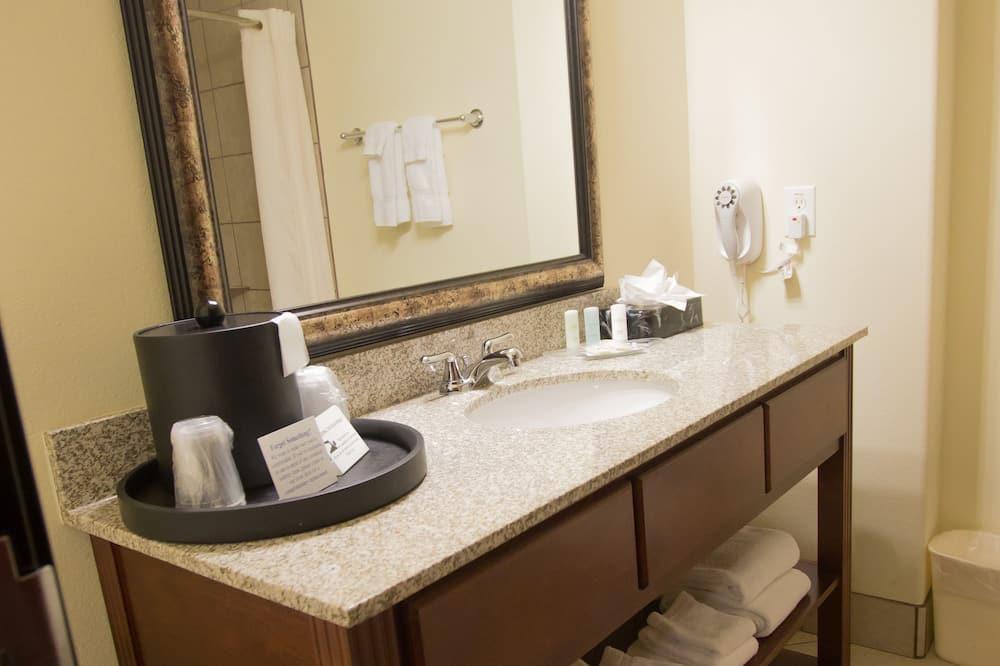 Suite, 2 Queen Beds and Sofa-bed, Non-Smoking - Bathroom Sink