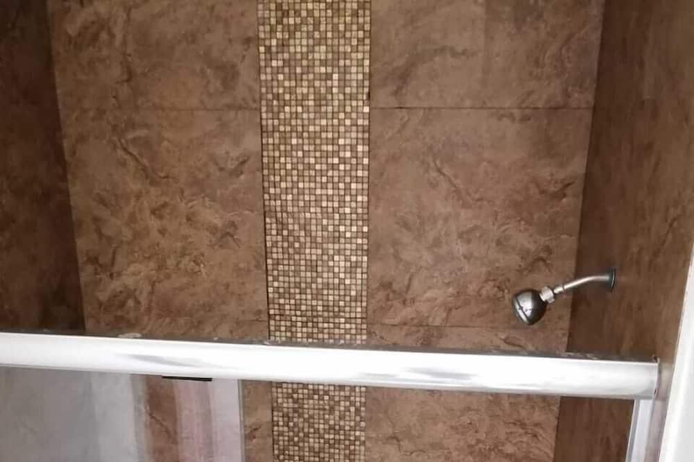 三人房 - 浴室淋浴間