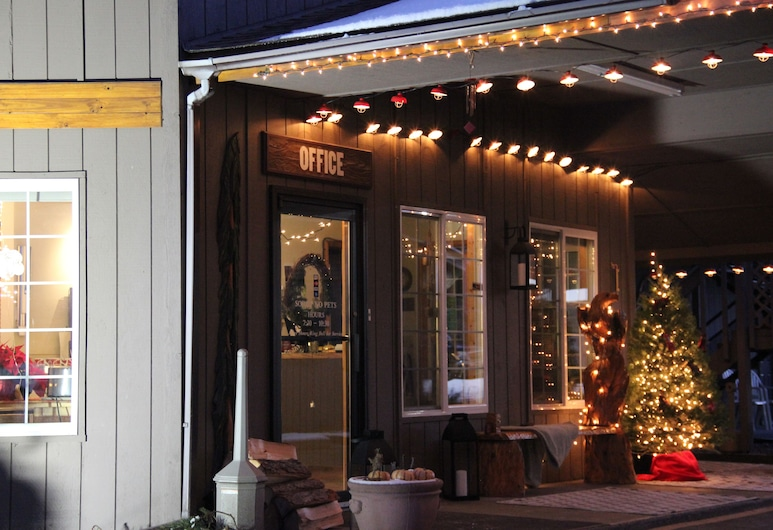 Chalet Motel Whitefish, Whitefish, Hotel Front