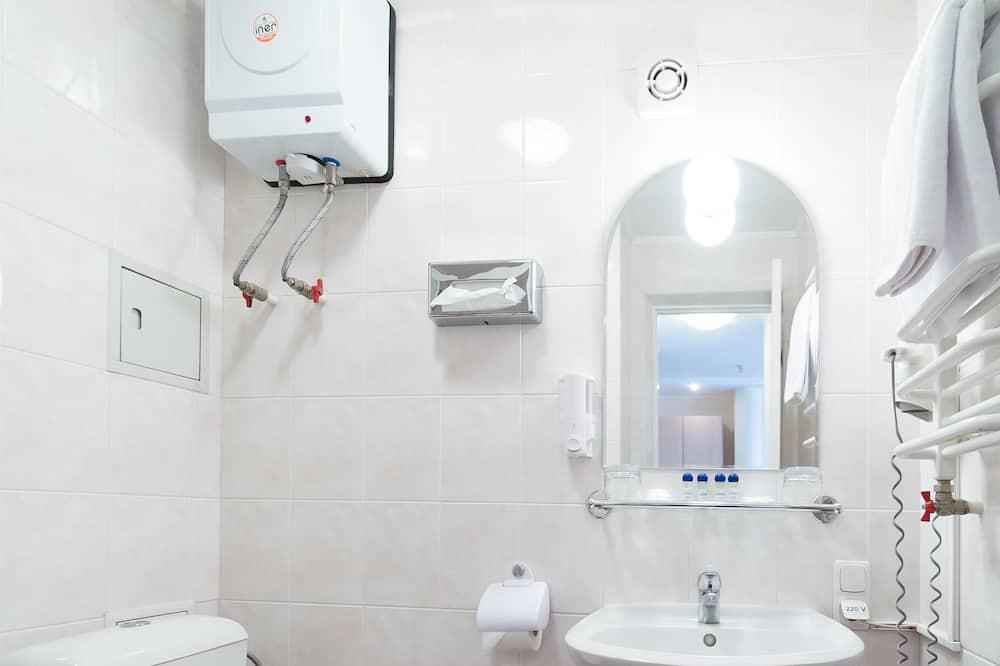 Twin Room, 2 Bedrooms - Bathroom