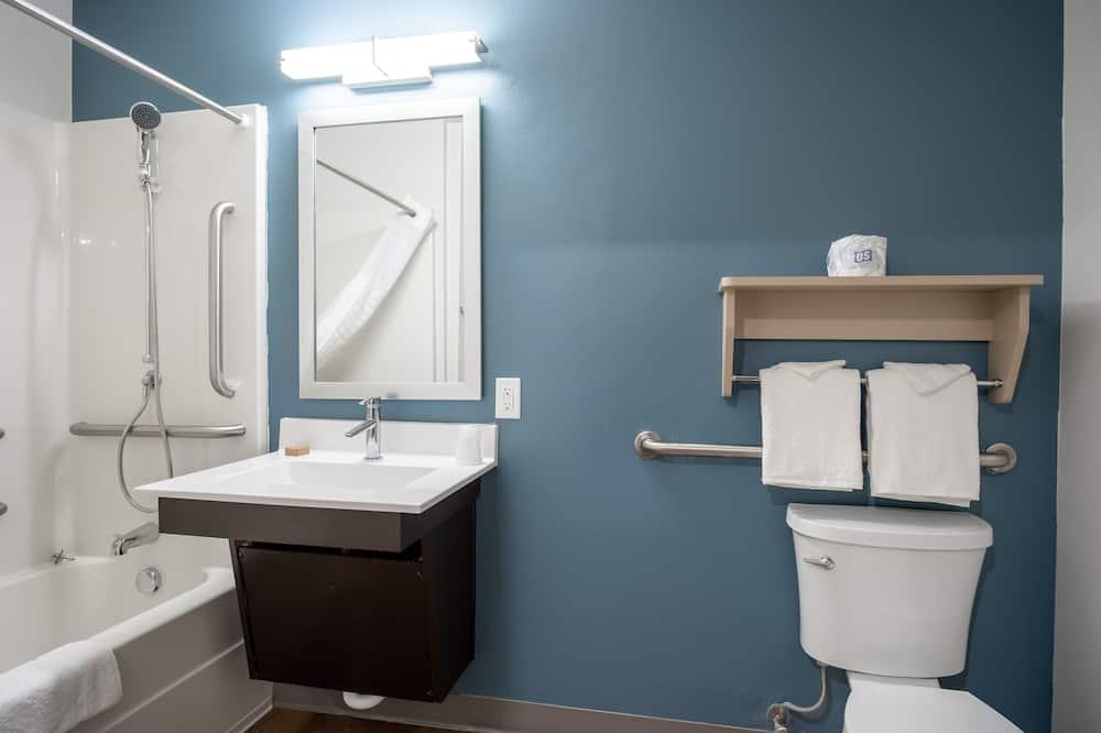 غرفة عادية - سرير مزدوج - تجهيزات لذوي الاحتياجات الخاصة - لغير المدخنين (Bathtub) - حمّام
