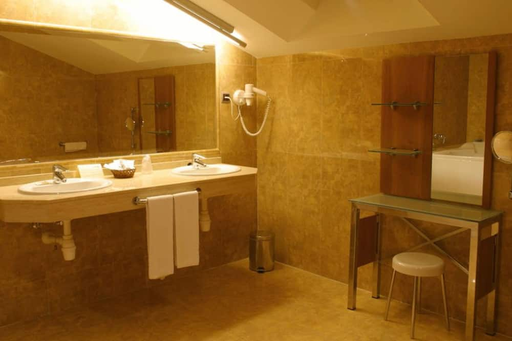 Chambre Double (with extra bed) - Salle de bain