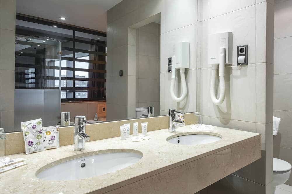 Superior Double Room (2 Adults + 1 Child Non Refundable) - Bilik mandi
