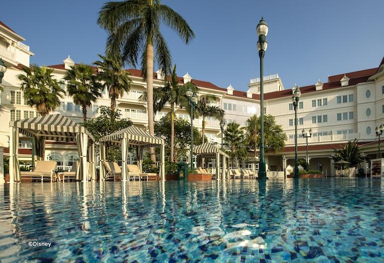 Hong Kong Disneyland Hotel, Lantau, Kolam Terbuka
