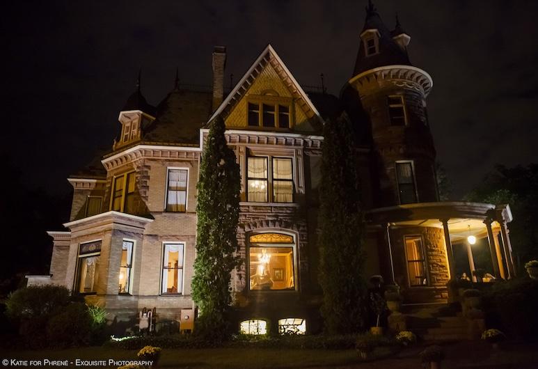 The Henderson Castle, Kalamazoo, Hotel Front – Evening/Night