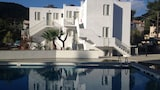 Picture of Cascade Hotel & Apartments in Poros