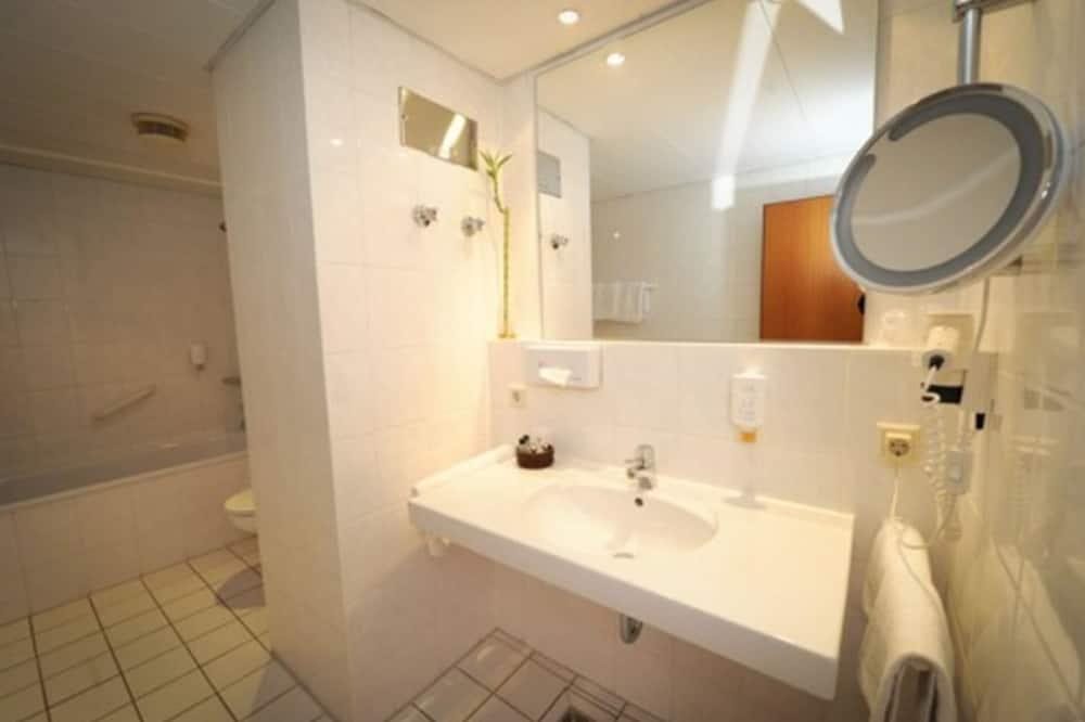 Standardværelse med dobbeltseng eller 2 enkeltsenge (single use) - Badeværelse