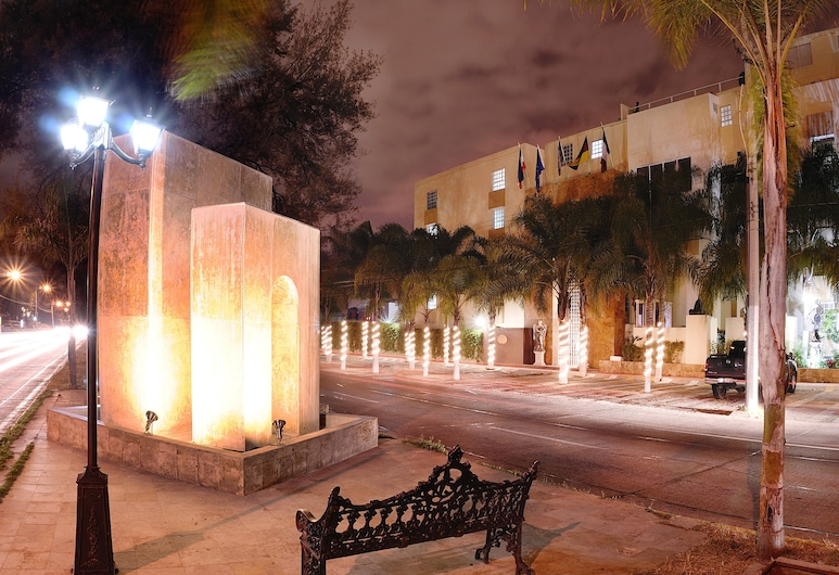 European Life Style Executive Suites & Gallery, Zapopan, Front of property - evening