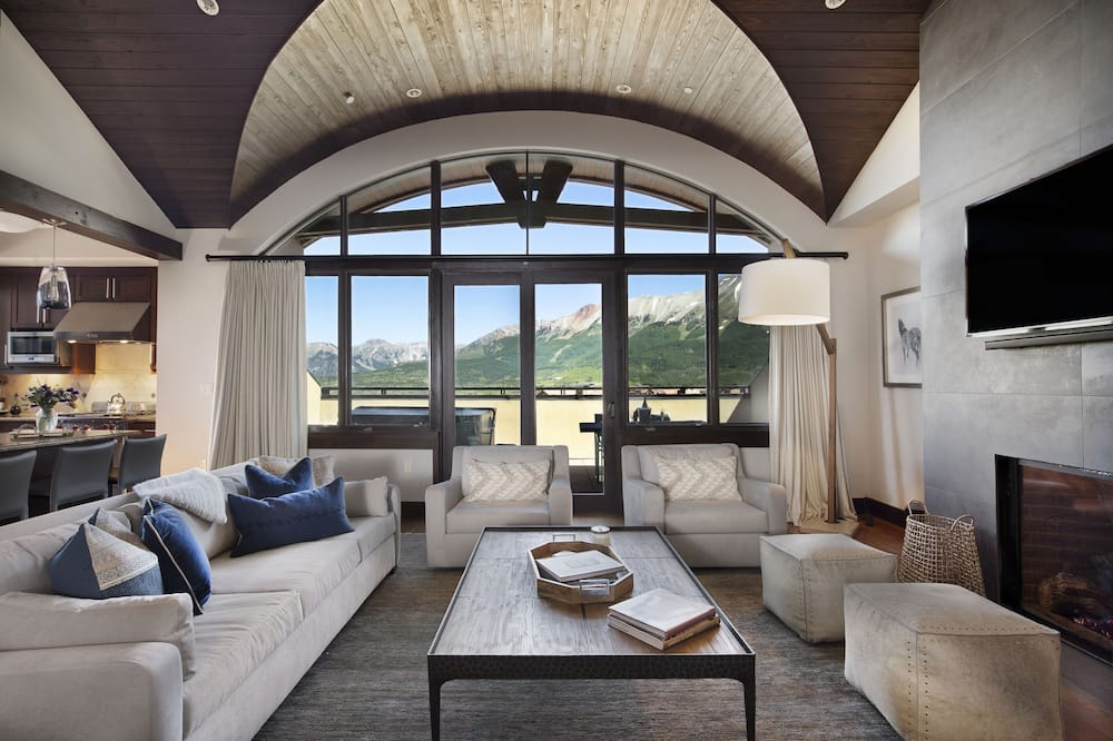Penthouse, Five Bedrooms - Living Area