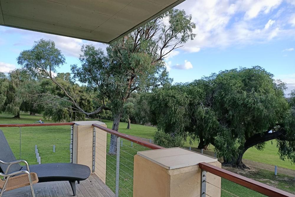 Deluxe Lakeside Room - Balcony View