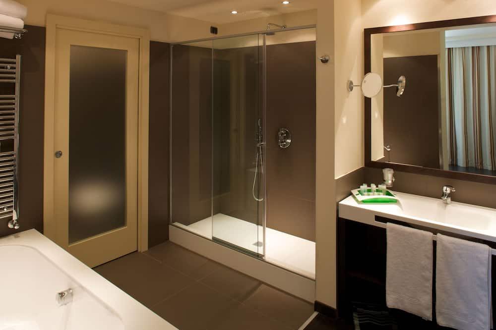 Executive szoba kétszemélyes ággyal (with King bed) - Fürdőszoba