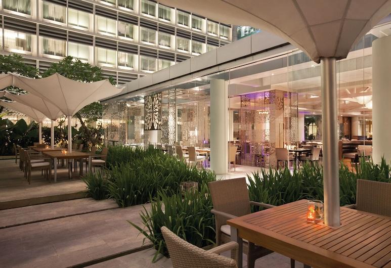 Hotel Indonesia Kempinski Jakarta, Djakarta, Restaurang utomhus
