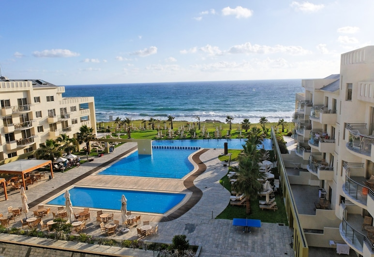 Capital Coast Resort & Spa, פאפוס, בריכה חיצונית
