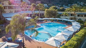 Enter your dates for our Lipari last minute prices