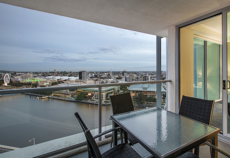 Evolution Apartments, Brisbane, 2 Bedroom River View Apartment , Balcony