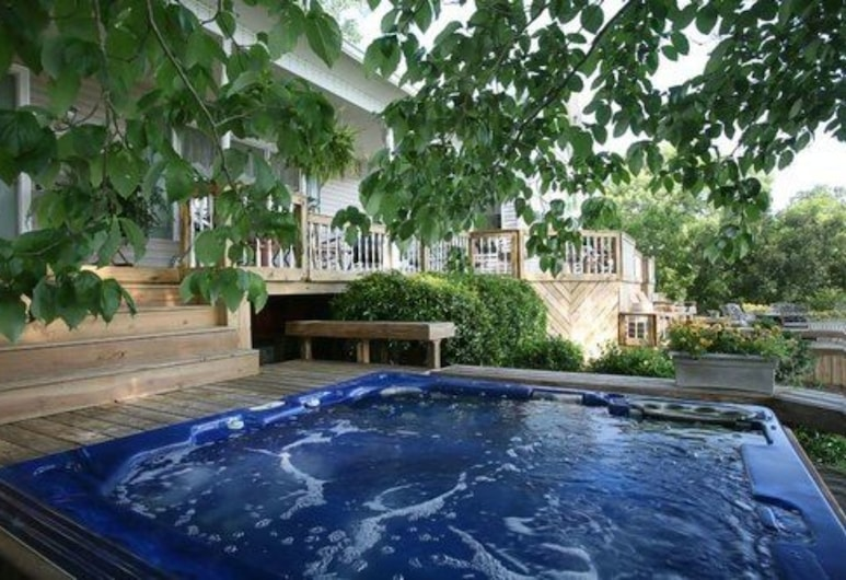 River Rest Bed and Breakfast, Talladega, Außen-Whirlpool