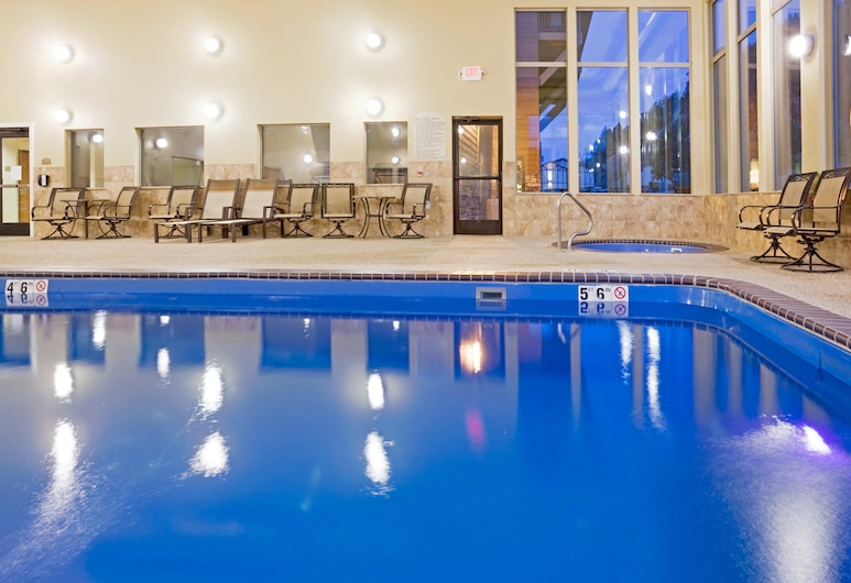 Holiday Inn Express Hotel & Suites Custer, Custer, Alberca