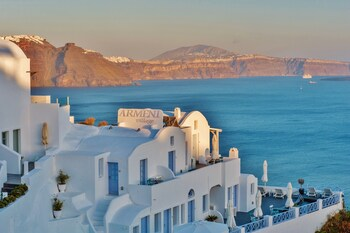 Enter your dates for special Santorini last minute prices