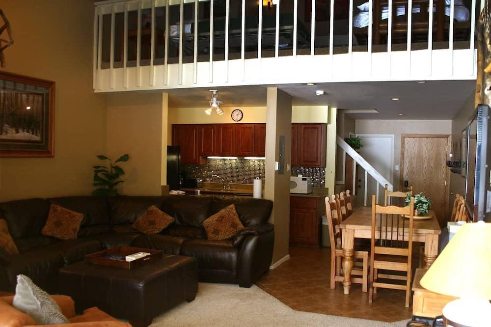 3 bedroom/2.5 bathroom w/loft condo - 客廳