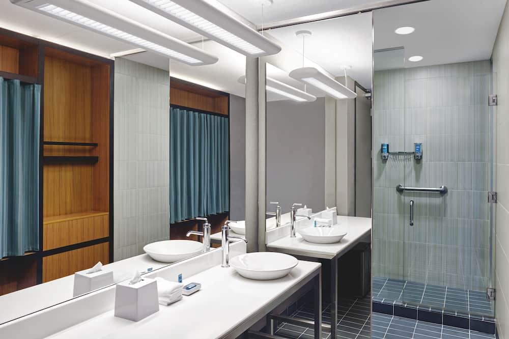 aloft, Room, 1 Queen Bed, Non Smoking - Bathroom