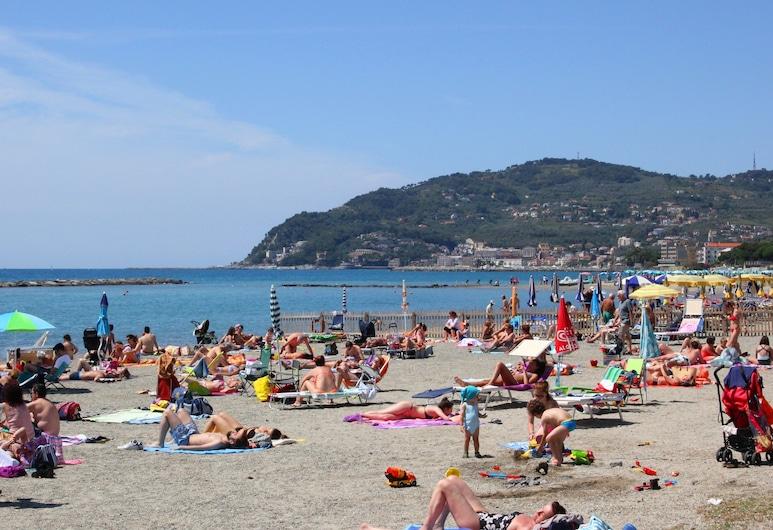 Hotel delle Rose, San Bartolomeo al Mare, Praia