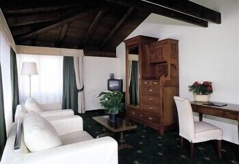 Hotel Candiani, Casale Monferrato, Habitación triple, Sala de estar