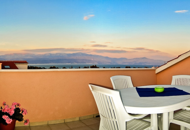 Villa Midea, Supetar, Deluxe Διαμέρισμα, Βεράντα, Θέα στη Θάλασσα (4+3), Αίθριο/βεράντα