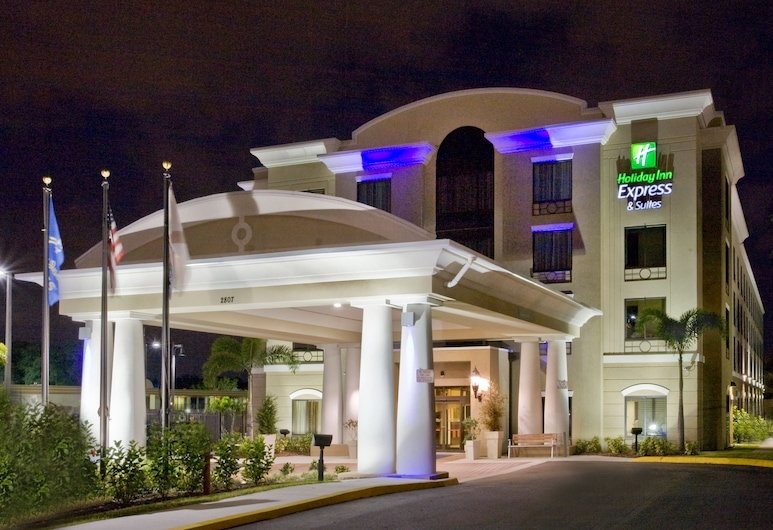 Holiday Inn Express & Suites Tampa USF Busch Gardens, Tampa