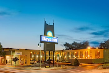 Picture of Days Inn by Wyndham Albuquerque Downtown in Albuquerque