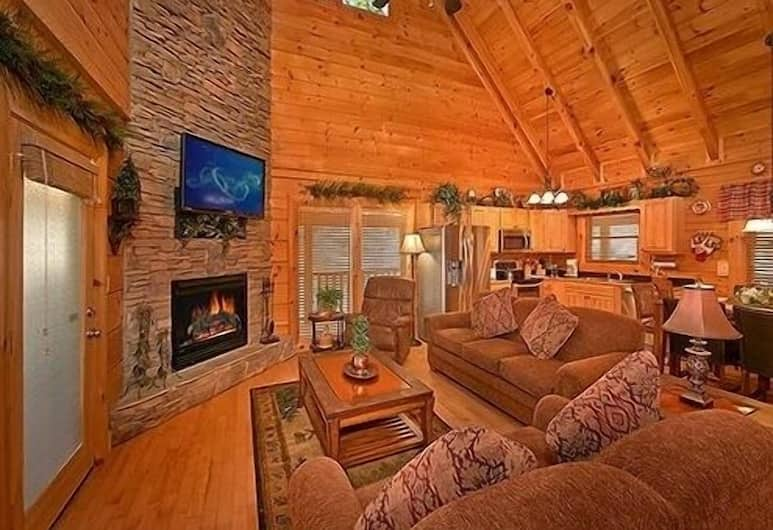 Enchanted Forest - 2 Br cabin by RedAwning, Sevierville, Ferienhütte, 2Schlafzimmer, Wohnbereich