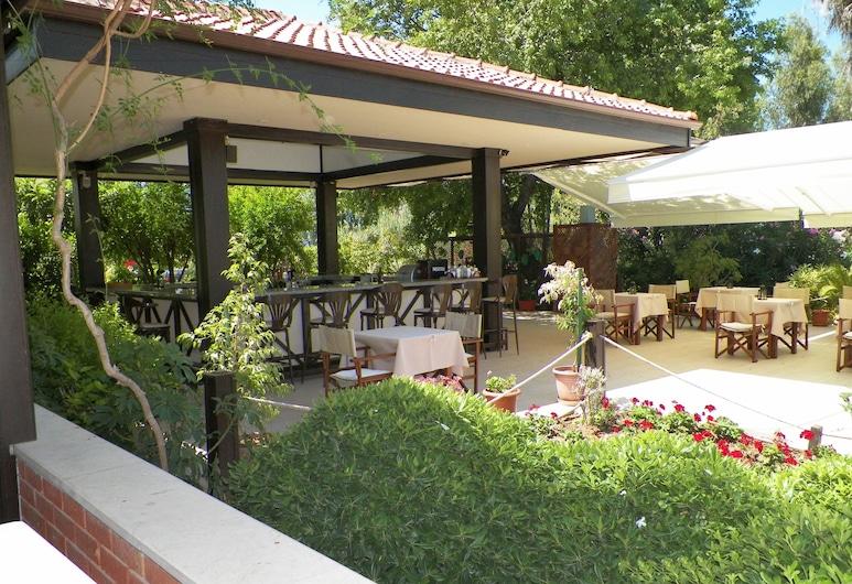 Hotel Club-E, Fethiye, Bar Junto à Piscina