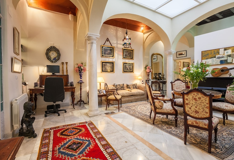 OFFER !! GREAT SEÑORIAL HOUSE IN SEVILLE CENTER. INTERNET WIFI, AIR CONDITIONING, เซบียา, ห้องนั่งเล่น