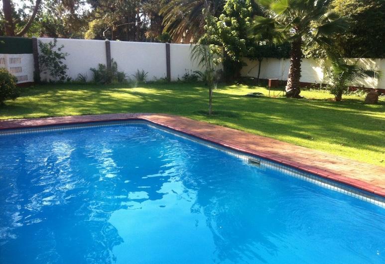 Jules Place, Bulawayo, Piscine en plein air