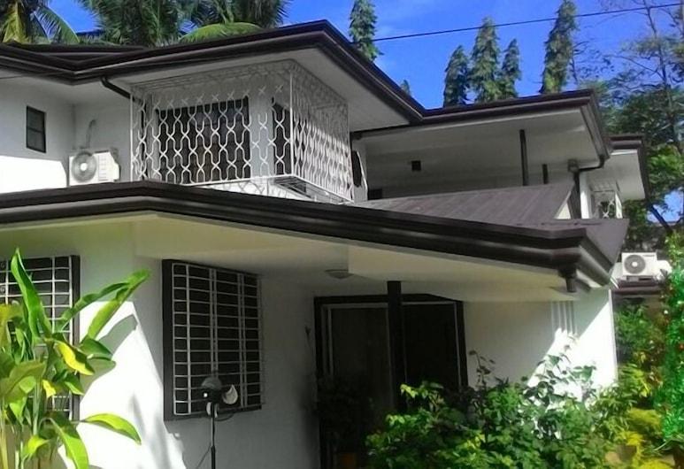 The Big House A Heritage Home, Davao, Hadapan Hotel