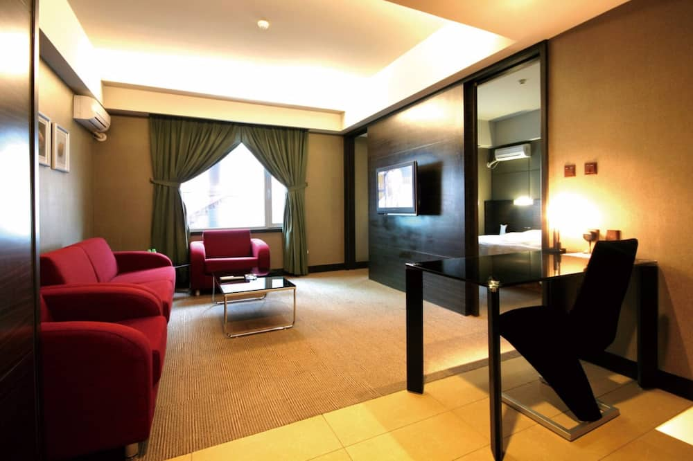 Business Suite - Living Room
