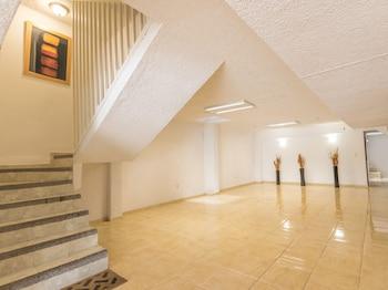 Picture of Suites Poliforum Inn in Leon