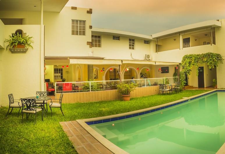Hotel Marela, San Salvador, Terras