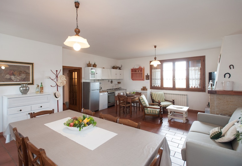 Charming Apartment in Country House With 360° Stunning Views, Empoli, ห้องนั่งเล่น