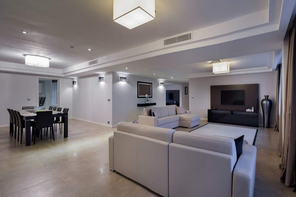 Deluxe Penthouse, 3 Bedrooms - Living Room