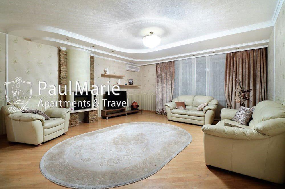 Apartment on Mira - Living Area