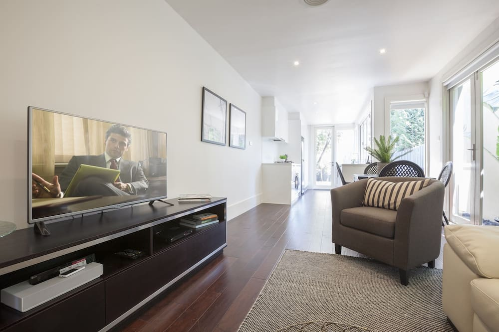 2 Bedroom House with 1 Bathroom - Living Area