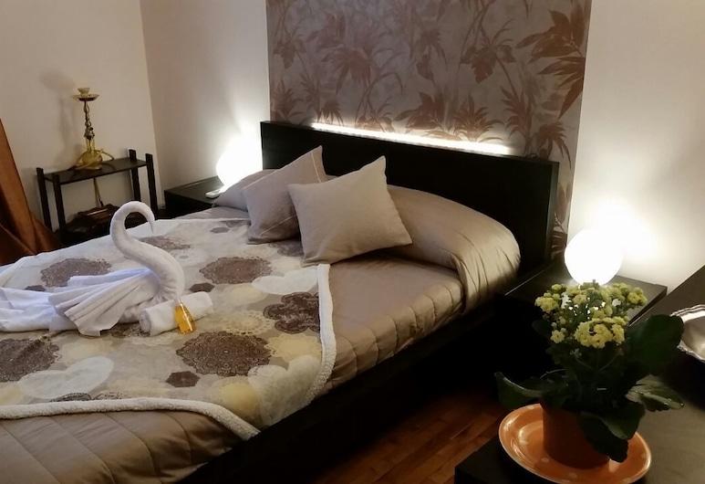 JDrome.com, Rome, Tweepersoonskamer, gemeenschappelijke badkamer (Gold), Kamer