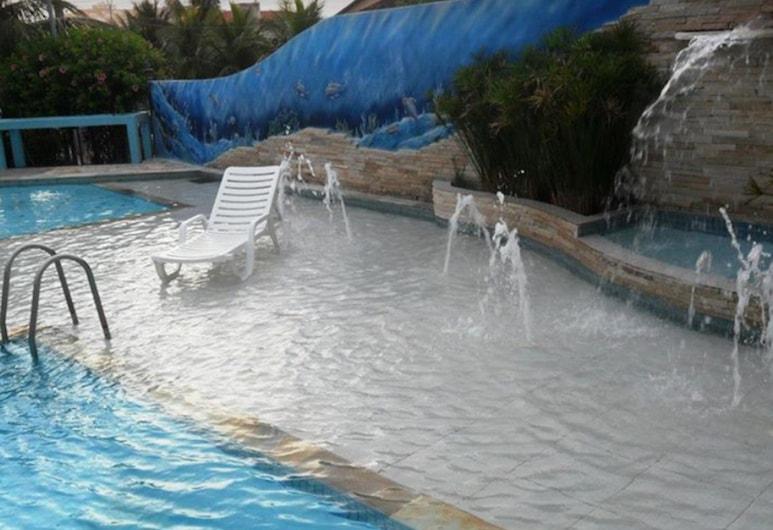 بوزادا بارايسو دو أتلانتيكو, آريال دو كابو, حمام سباحة